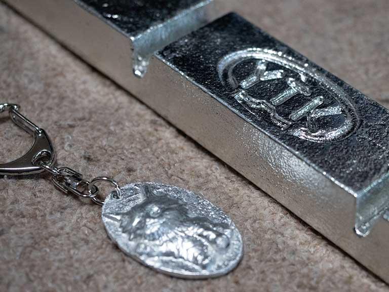 鋳物で作る錫の飾りのキーホルダー